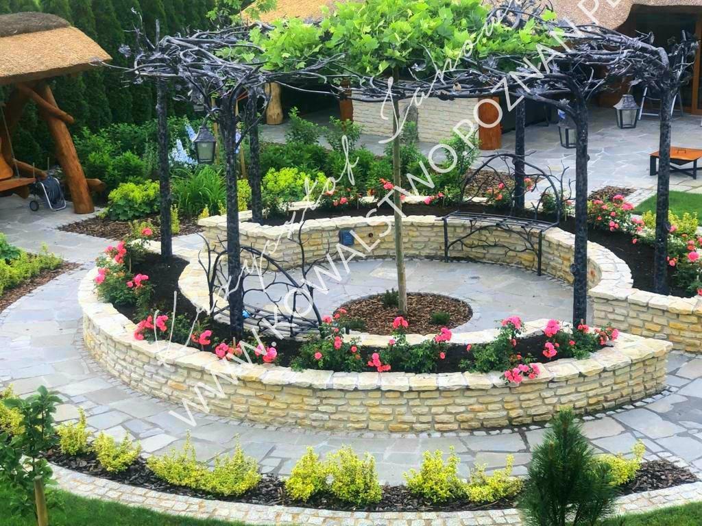 Zadaszenia w ogrodzie pergola metalowa