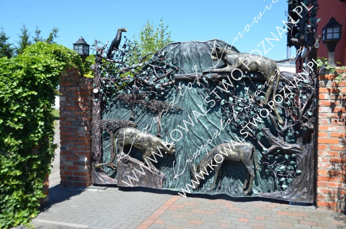 Brama kuta: zwierzęta z metalu.